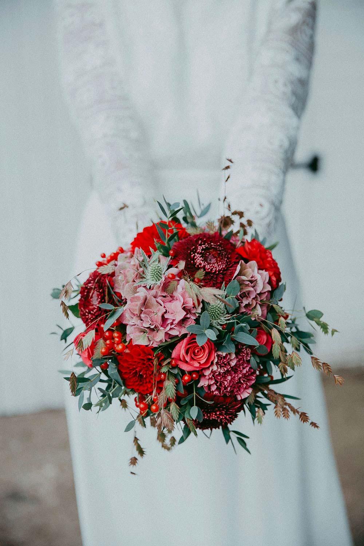 photographe-mariage-bouquet-mariee-rouge-bordeaux